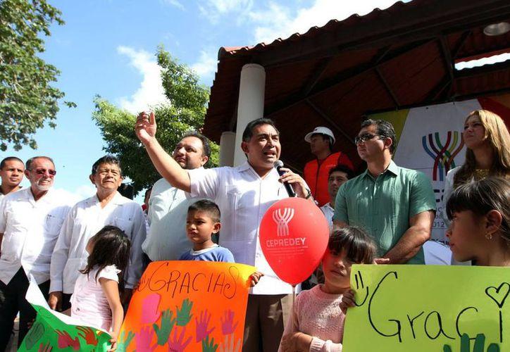 El secretario General de Gobierno, Víctor Caballero Durán, dio el banderazo inicial de los trabajos de remodelación y equipamiento de las plazas públicas. (Cortesía)