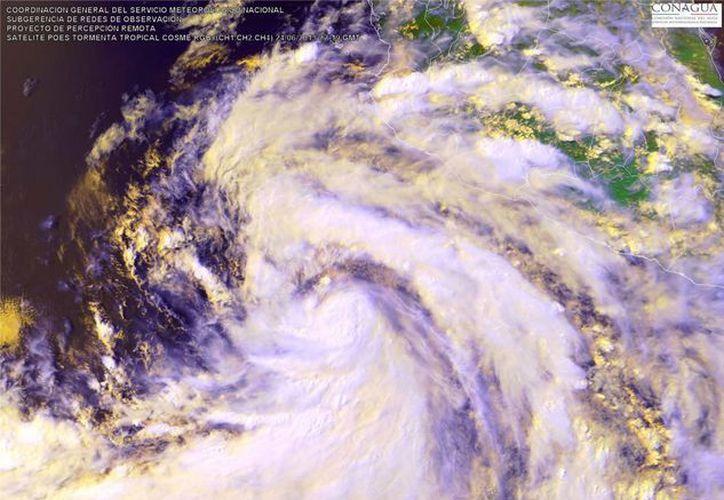 El meteoro sostiene vientos de 65 kph. La imagen corresponde a la tormenta tropical 'Cosme'. (Archivo/Notimex)
