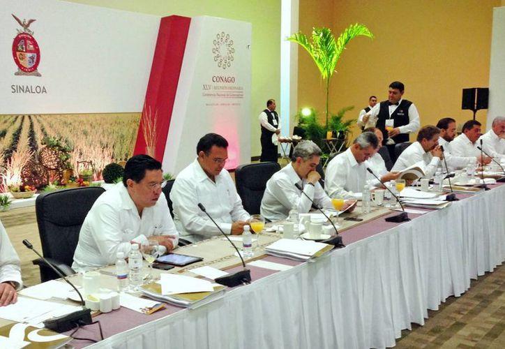 El gobernador Rolando Zapata Bello durante la reunión de la Conago. (Cortesía)