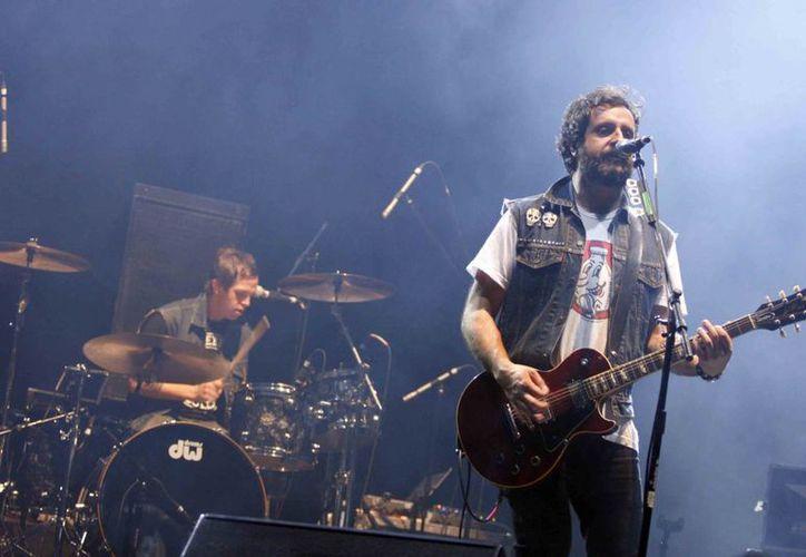 La banda de rock mexicana Molotov, que cumple 20 años, está en Europa brindando varios conciertos. (latinoweeklyreview.com)