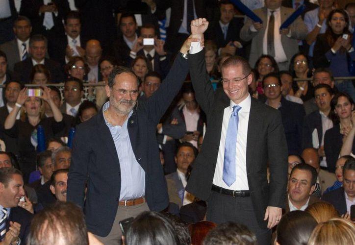 Imagen de Gustavo Madero y Ricardo Anaya cuando contendieron por la presidencia nacional de Acción Nacional el año pasado. (Archivo/Notimex)