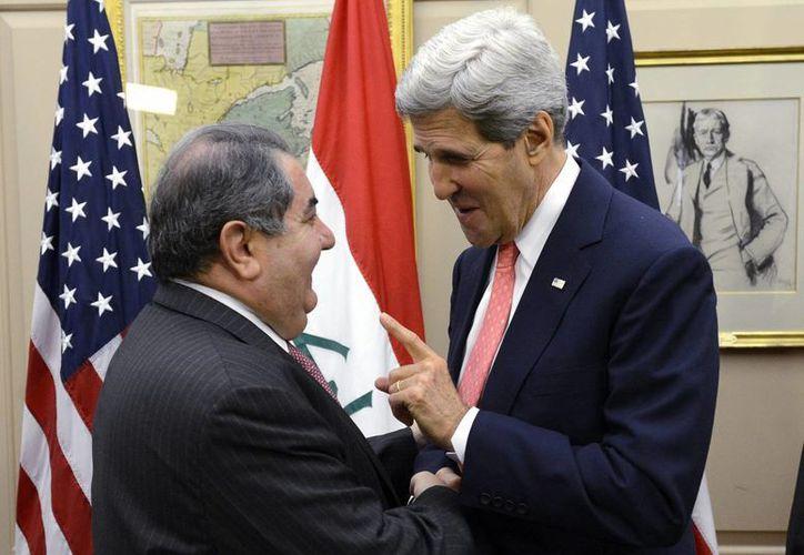El secretario de Estado de EU, John Kerry (d), y el ministro de Exteriores iraquí, Hoshiyar Zebari.(Archivo/EFE)