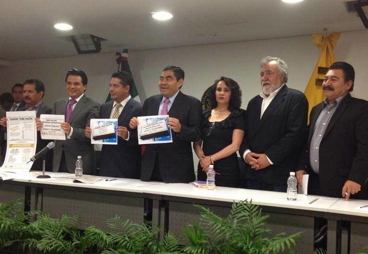 Para el PRD 'sería muy importante que el Senado invitara a Cuarón', indicó el senador Miguel Barbosa. (Twitter.com/@Dolores_PL)