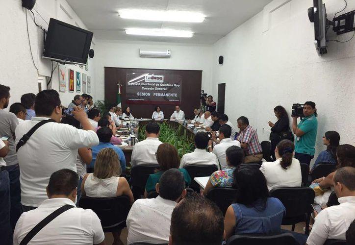 El Consejo General del Ieqroo inicia con la sesión permanente. (Claudia Martin/SIPSE)