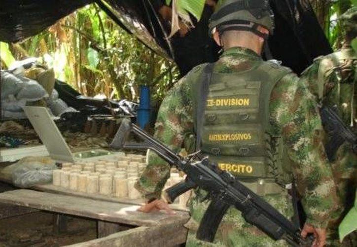 Víctor Navarro afirmó que a los campesinos les cobran impuesto por la droga para financiar la guerra. (Agencias)