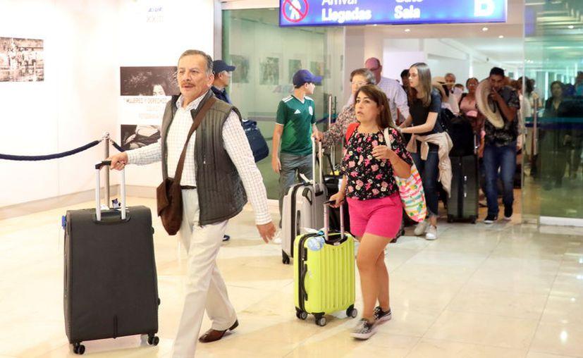 Figuran personas con el estatus de naturalizados y de doble nacionalidad. (Novedades Yucatán)