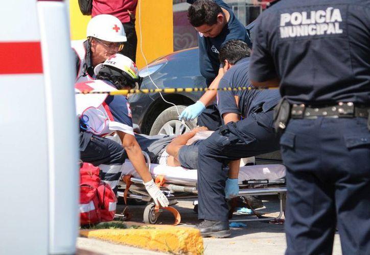 Los sujetos se subían a su coche cuando fueron baleados. (Foto: Redacción)
