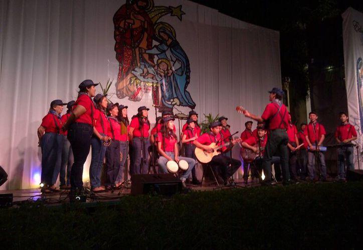 El coro Nazareno de la parroquia San Felipe de Jesús, de la colonia Francisco I. Madero, resultó el ganador en el concurso de villancicos del Seminario Conciliar. (SIPSE)