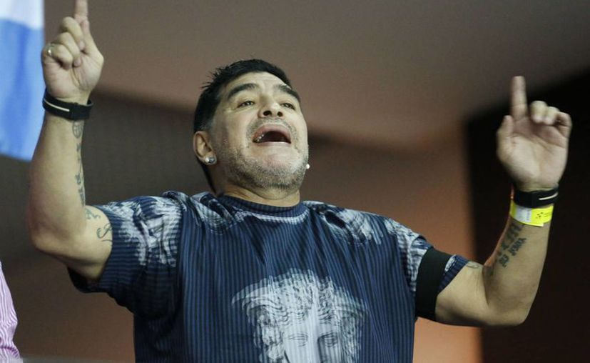 Diego Maradona viajó hasta Cuba para poder despedirse de Fidel Castro, quien será inhumado el próximo domingo. (Darko Bandic/AP)