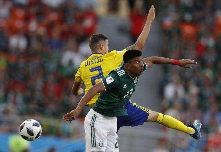 México, que tumbó a Alemania 1-0 en fase de grupos, ahora va contra otro campeón mundial, Brasil, en octavos (AP)
