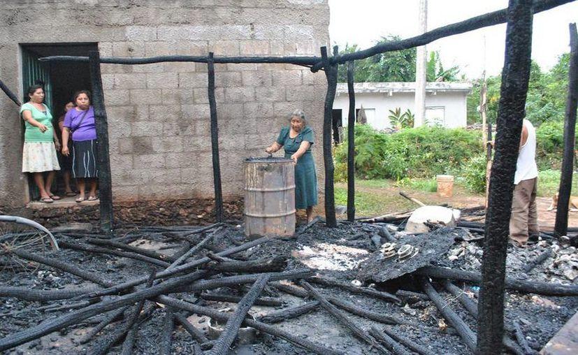 Los daños que ocasionó el ladrón 'pirómano' en una casa de Tizimín. (SIPSE)