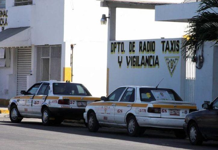 El proceso de regularización del servicio de taxi en la capital permite detectar a los 'martillos' corruptos. (Redacción/SIPSE)