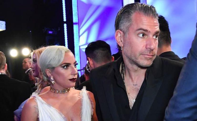 Lady Gaga y Christian Carino anunciaron su compromiso matrimonial el pasado mes de octubre. (Internet)