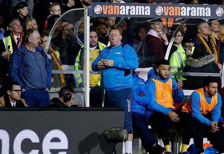 El portero Wayne Shaw fue despedido de su club, luego de comer una torta durante un partido ante el Arsenal de la Liga Premier.(Archivo/AP)