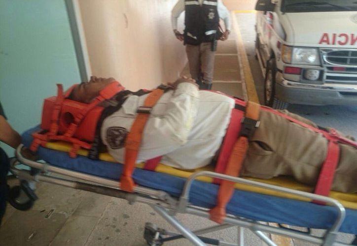 La Cruz Roja trasladó al elemento policíaco a la clínica del IMSS de la 510. (Redacción/SIPSE)