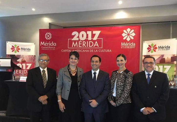 El alcalde Mauricio Vila Dosal (al centro), durante la presentación de los eventos con motivo de la nominación de Mérida, como Capital Americana de la Cultura, y el aniversario de su fundación. (Milenio Novedades)