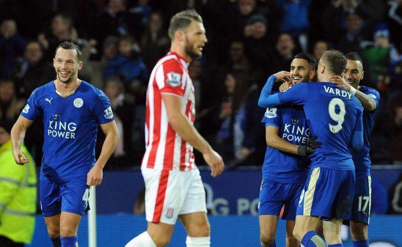 Leicester City venció este sábado 3-0 al Southampton para llegar a 47 puntos refirmando sus fuertes aspiraciones a campeón de Inglaterra. (Imágenes de AP)