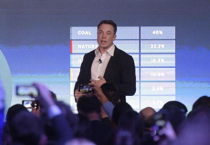Elon Musk, CEO de Tesla busca dar solución al déficit de energía de la isla afectada por el huracán María, con la instalación de sus paneles solares PowerWall. (Foto: La Vanguardia)
