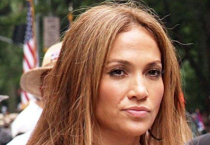 Jennifer López podría rescatar la décimo segunda temporada de American Idol. (aceshowbiz.com/Archivo)