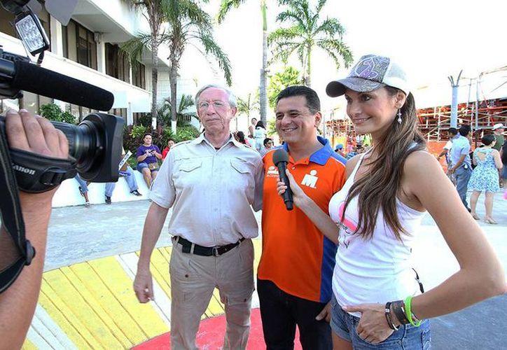 El alcalde fortalece las acciones publicitarias de la isla. (Cortesía/SIPSE)