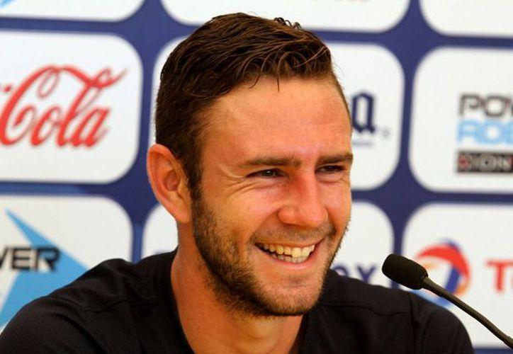 Miguel Layún podría volver a jugar en el futbol italiano. (Notimex)