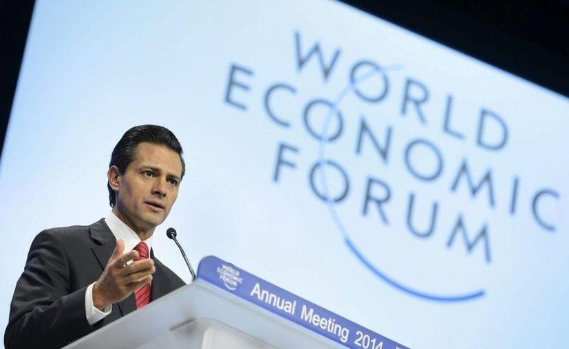 """Peña Nieto subrayó en el Foro Económico de Davos que México tiene una gran estabilidad macroeconómica"""" y finanzas públicas sanas. (EFE)"""