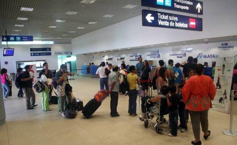 El aeropuerto, con movimiento por el largo fin de semana que se avecina. (Milenio Novedades)
