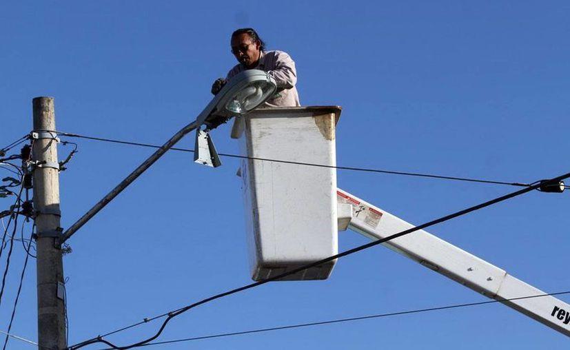 En la anterior administración municipal se cambiaron las lámparas. (Milenio Novedades)