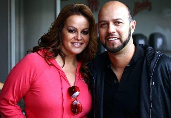 Jenni con Esteban Loaiza, quien fuera su esposo, aunque ambos ya estaban separados antes de la muerte de la artista. (Agencias/Archivo)
