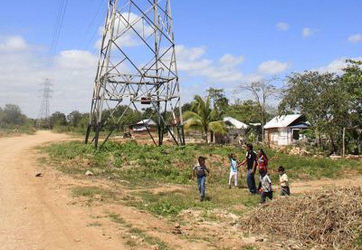 Mediante la red telecontrolada se garantiza el suministro de energía eléctrica en los cuatro municipios del sur de Q. Roo. (Enrique Mena/SIPSE)