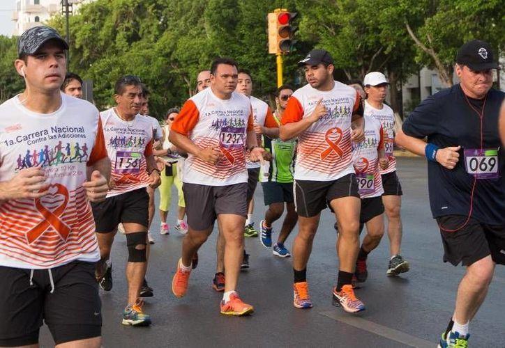 El Gobernador participó ayer en la 1ª Carrera Nacional contra las Adicciones, organizada por el CIJ, a la que se sumaron 800 deportistas. (Cortesía)