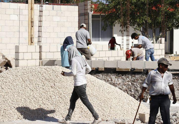 Por fortuna en este momento la construcción es abundante en la costa. (Novedades Yucatán)