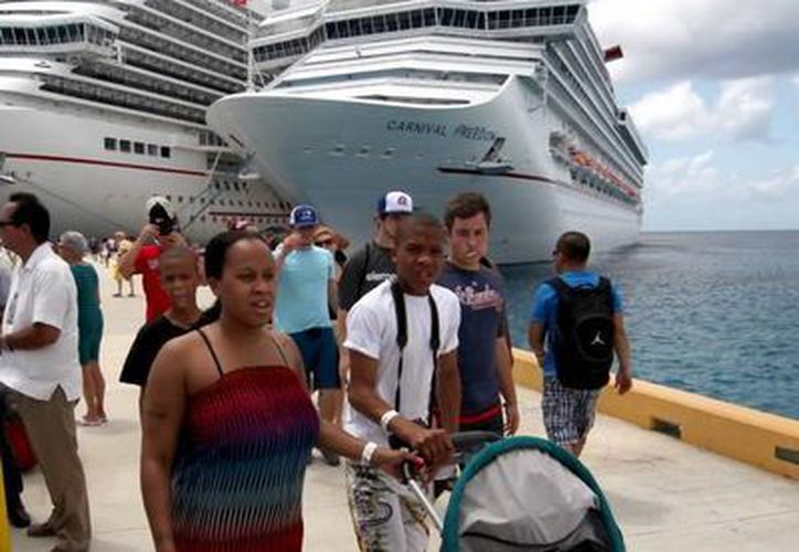 Se calcula que al cierre de este año habrán llegado a Quintana Roo unos 3 millones de turistas de cruceros. (Redacción/SIPSE)