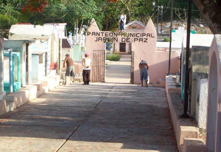 Panteón del municipio de Dzitás, donde jugaron la Ouija los estudiantes. (Jorge Moreno/SIPSE)