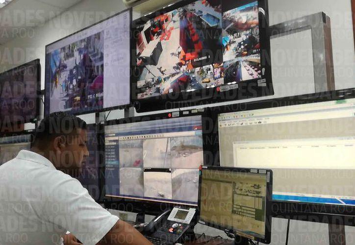 El centro C4 cuenta con una gran infraestructura tecnológica para atender los reportes. (Jazmín Ramos/SIPSE)