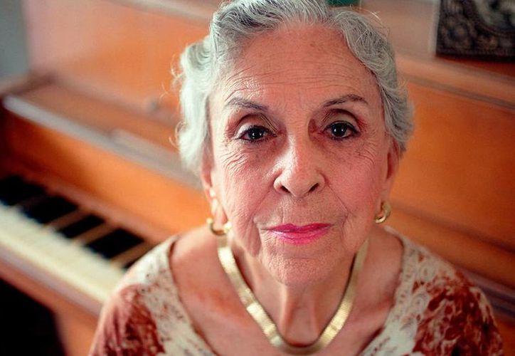 Esther Borja, cantante cubana, se retiró de los escenarios en 1984, pero continuó su labora artística: dictaba conferencias sobre música cubana. Falleció ayer. (thecubanhistory.com)