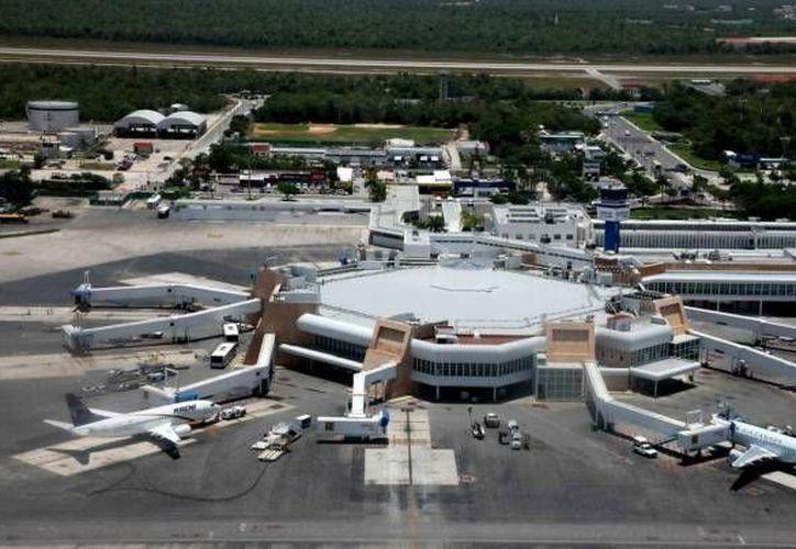 Las negociaciones refuerzan la conectividad aérea entre Cancún y el Reino Unido. (Archivo/SIPSE)