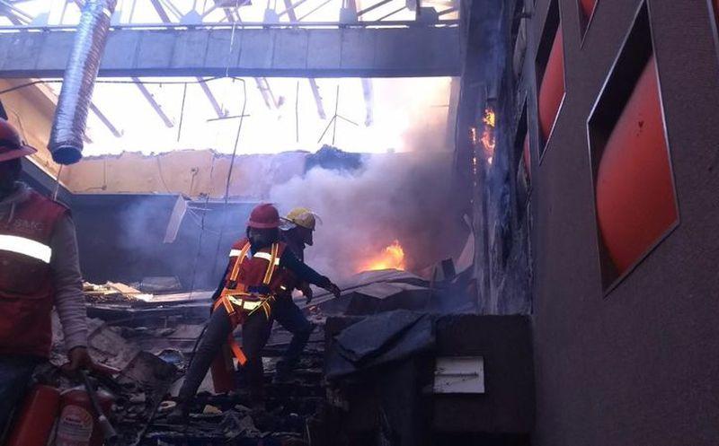 Se registra incendio en cines de Plaza Satélite