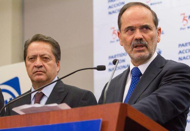 """Gustavo Madero, en primer plano, hizo caso omiso a un grupo de legisladores que le pedía """"sepárese definitivamente de la jefatura nacional del PAN"""". (Archivo/Notimex)"""