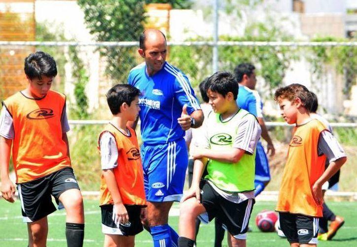 Giancarlo Salazar fungió como auxiliar de Michel Leaño, quien fue despedido el sábado pasado, luego de los malos resultados en Liga y Copa. (Milenio Novedades)
