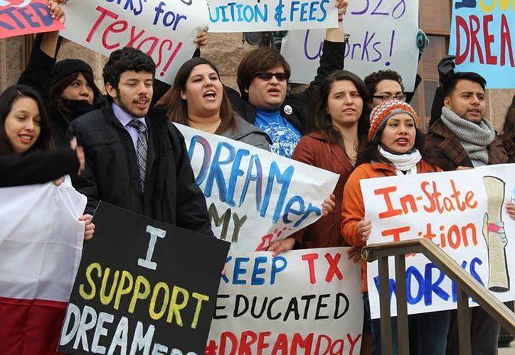Los jóvenes inscritos a DACA son una parte importante de la contribución económica futura de Estados Unidos. (Foto/Más de MX)