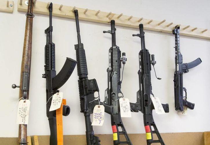 La ATF reveló que tan sólo en 2013 recibió más de 39 mil solicitudes para transferir armas restringidas a estos grupos y otras corporaciones. (Archivo/EFE)