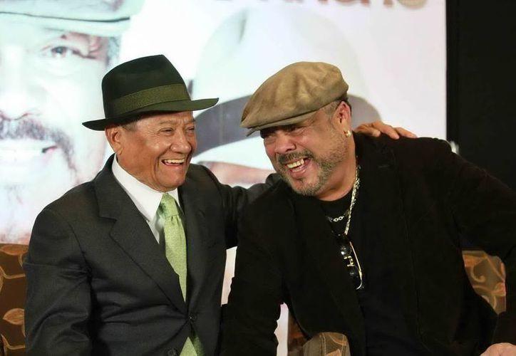 A unas semanas de su lanzamiento, 'Armando un Pancho' de Manzanero y Céspedes, comienza a cosechar galardones. (Archivo Notimex)