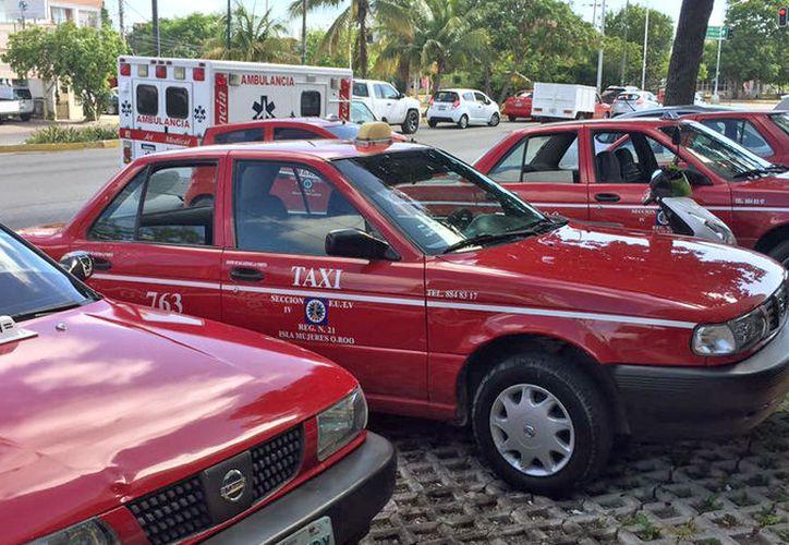Los trabajadores del volante, entregaron a Sintra el 14 de junio un oficio en el que le piden que los 60 taxistas en lista de espera fueran beneficiados. (Eva Murillo/SIPSE)