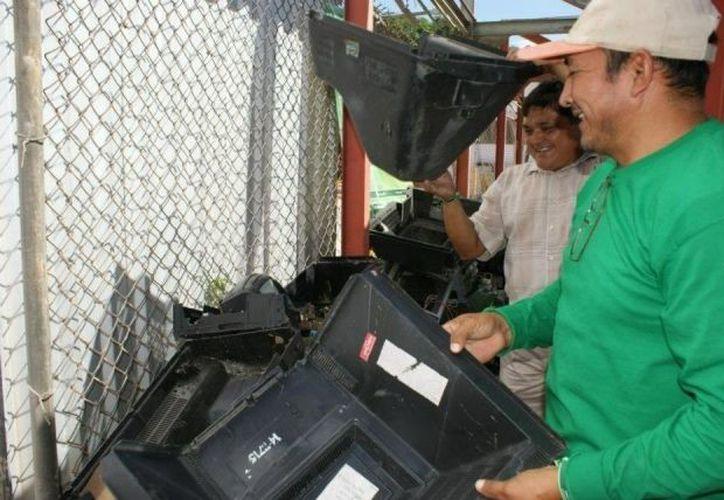 La recepción de desechos electrónicos para reciclaje. (Facebook Semarnat Yucatán)