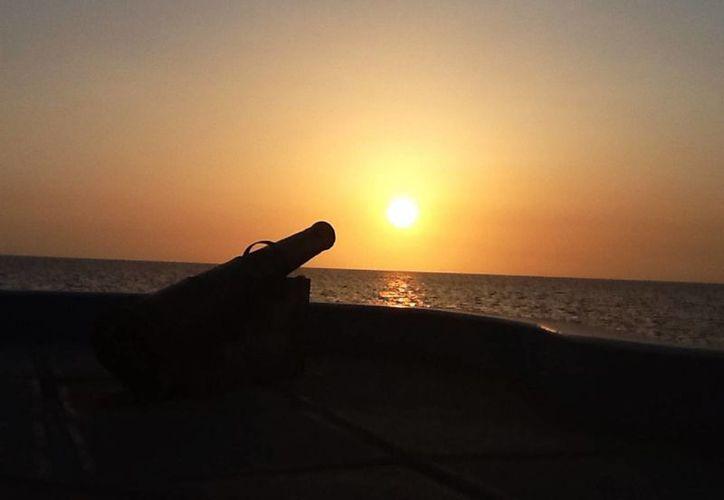 Una puesta del sol en el Malecón de Campeche, sitio privilegiado para admirar el ocaso. (Notimex)
