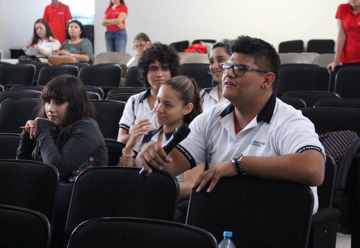 Universitarios trabajan en conjunto con la Dirección de Salud municipal. (Luis Ballesteros/SIPSE)