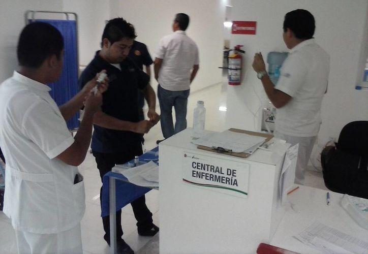 Los médicos le requirieron tres unidades de sangre A positivo para la operación. (Javier Ortiz/SIPSE)