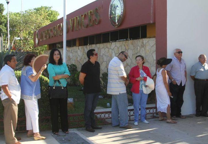 La votación en la casilla especial instalada en el Tecnológico de Mérida. (César González/SIPSE)