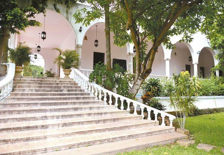 Las haciendas son parte del tesoro cultural de Yucatán, por lo que su rescate es de suma importancia. En la imagen la escalinata de una hacienda de exquisita hechura. (Milenio Novedades)
